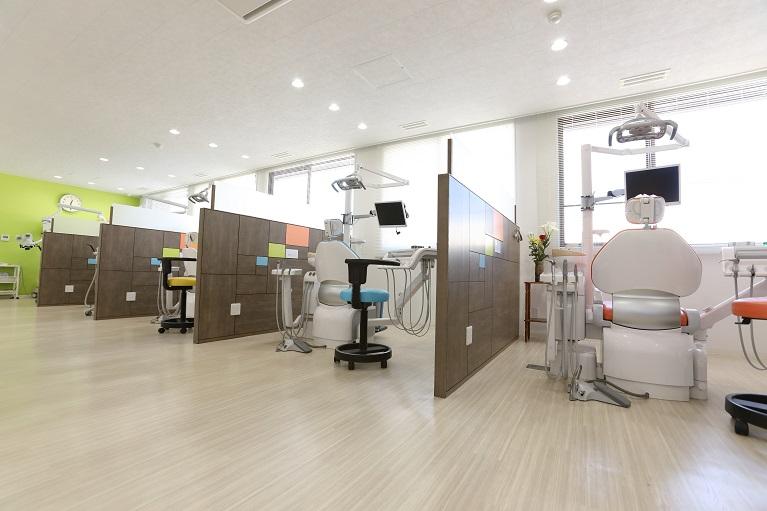 岡山の吉崎歯科では痛みが出ない矯正治療を行っています。
