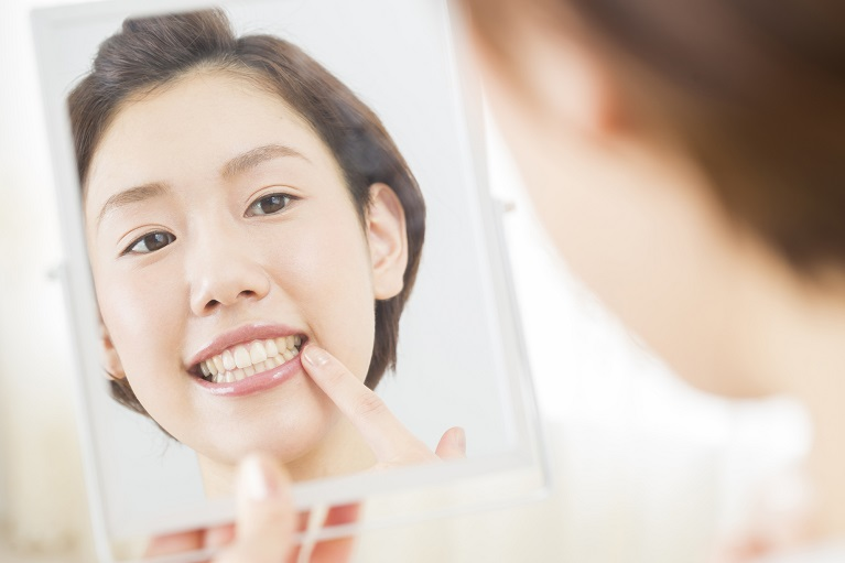 前歯のセラミック治療なら岡山の吉崎歯科へ