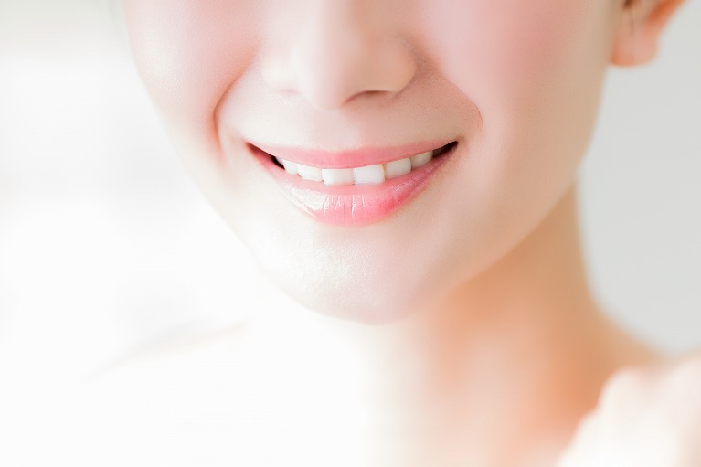 プライベートやビジネスの場で好印象を与える健康的な白い歯